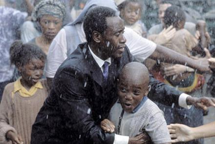 "Don Cheadle, em ""Hotel Ruanda"""